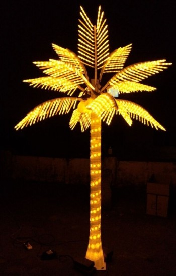 1 lighted LED palm tree